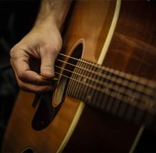 Gitarre/Bass & Gesang (Pop)